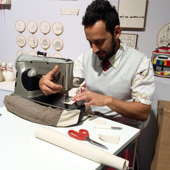 Foto Amnon Lipkin sewing
