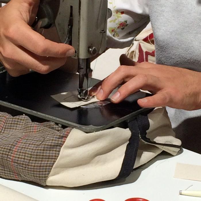 Foto Amnon Lipkin sewing closeup
