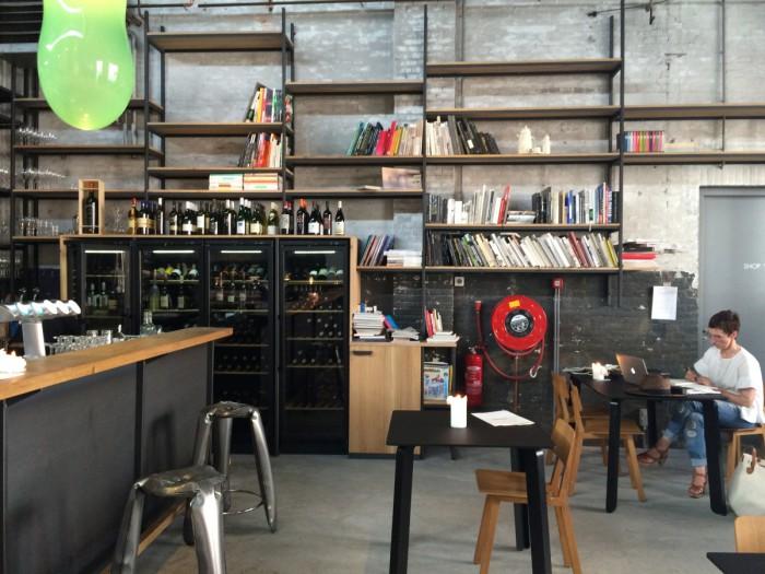 Kazerne Cafebereich und Theke